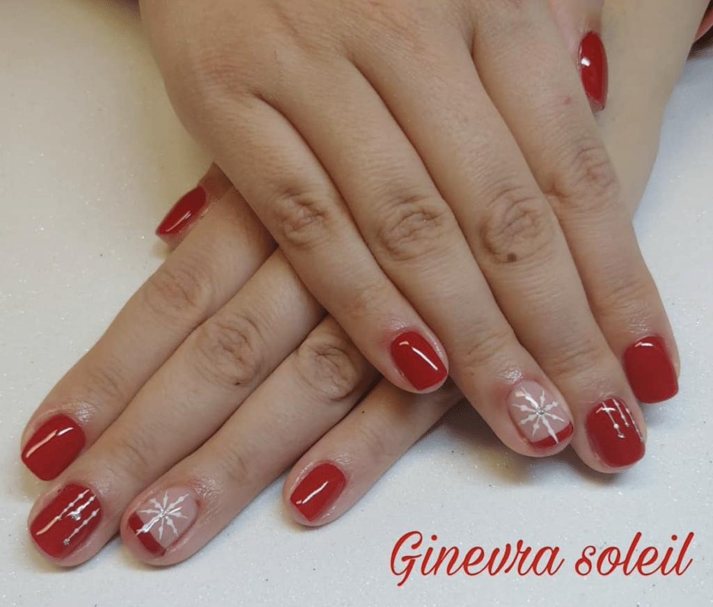 Nail art natalizia rossa 2021