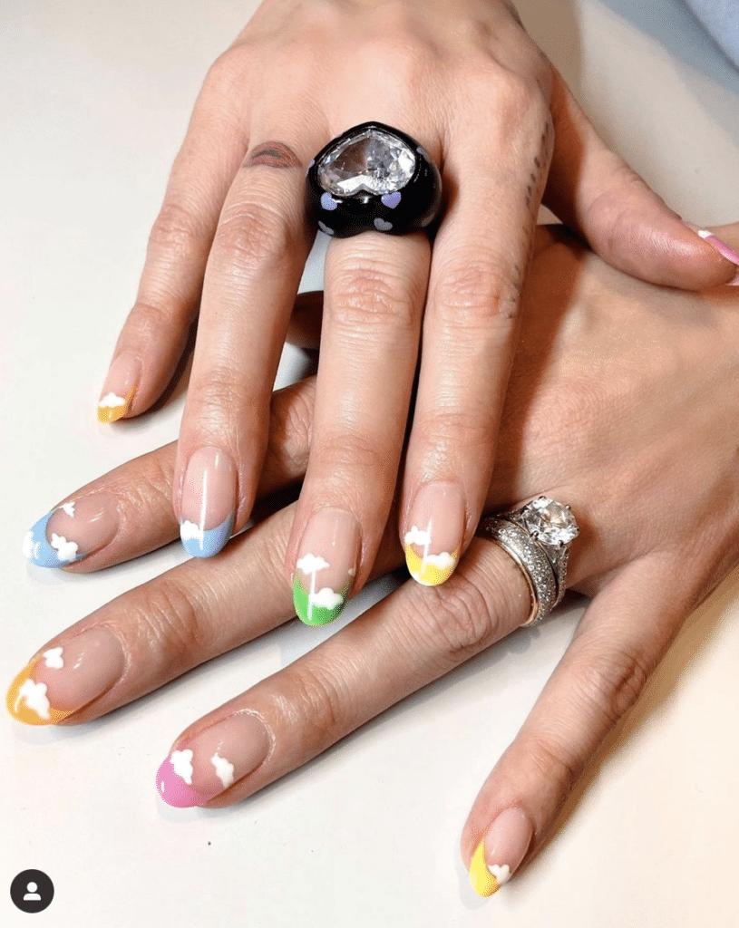 Nail art nuvola di Chiara Ferragni realizzare da unghiedellamadonna