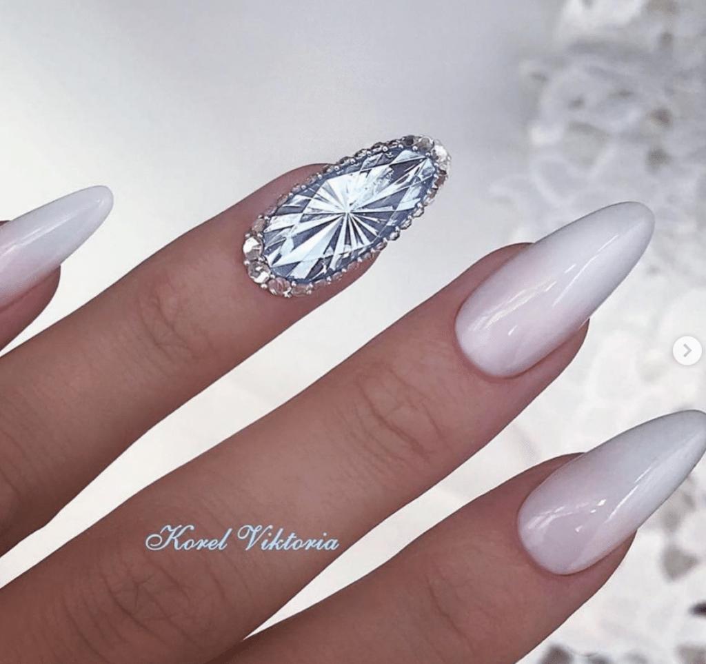 Unghie gioiello - decori con diamanti