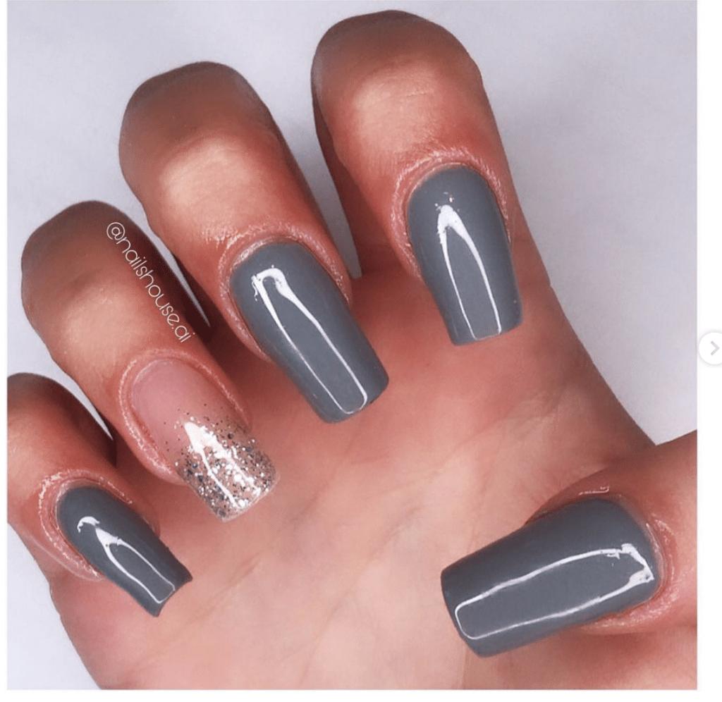 Nail art grigia